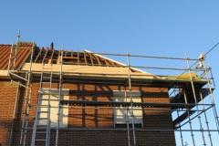 Tijdens de werken, houtvezelplaten als onderdak zijn zeer geschikt om later cellulose in te blazen als isolatie.